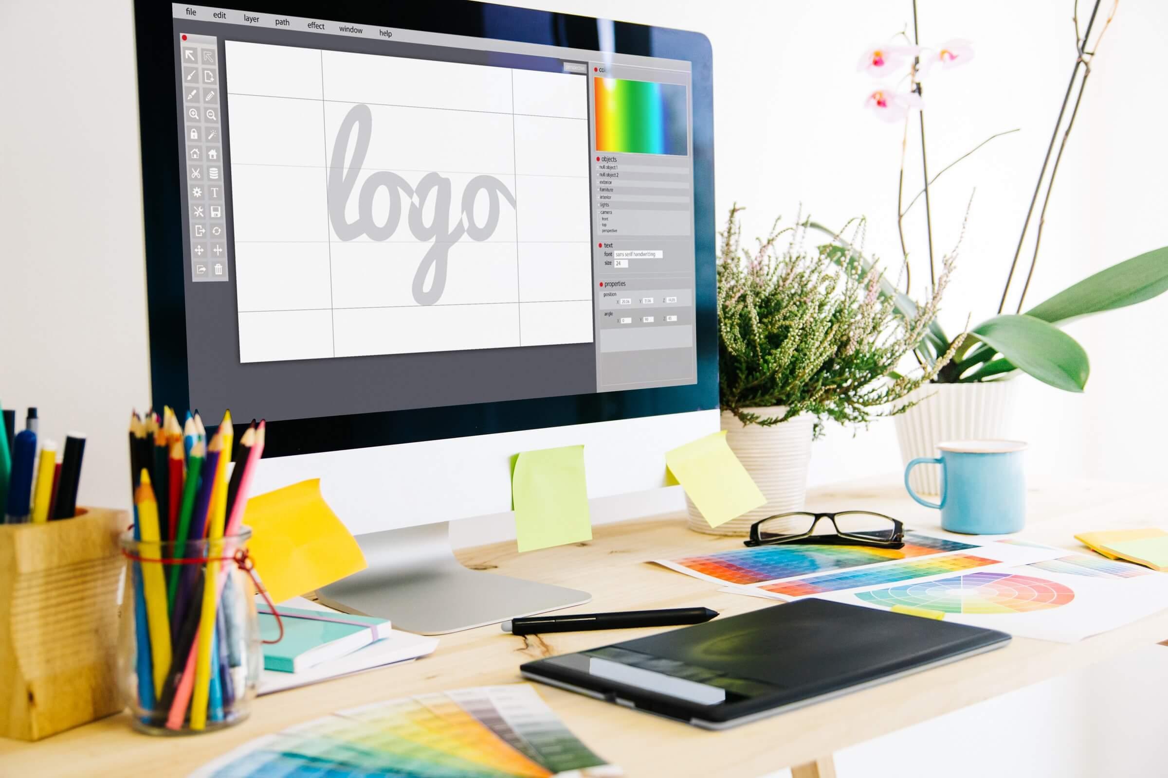 mac computer on a desk depicting an adobe creative program Επαγγελματικά Σεμινάρια Graphic Design